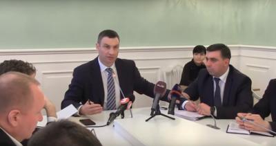 """Кличко оконфузився, заявивши, що """"кияни прокидались без будь-яких дозволів"""" (ВІДЕО)"""