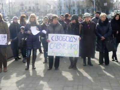 """""""Волю Надії!"""": у Чернівцях провели мітинг на підтримку Савченко (ФОТО)"""