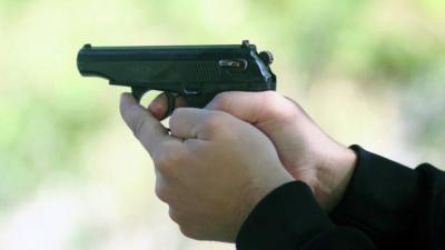 На Херсонщині поліцейський був змушений відкрити вогонь по учаснику акції з блокади Криму