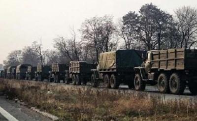 Розвідка: Офіцери російської армії супроводжують озброєння для бойовиків