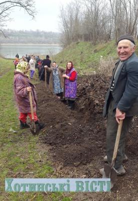 У селі на Буковині люди самостійно копають водопровід