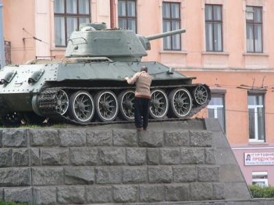 Чернівчани пропонують перетворити пам'ятник танку на вулиці Гагаріна на арт-об'єкт