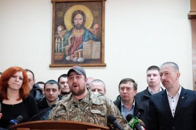 На сесії облради учасники АТО закликали головного поліцейського Буковини подати у відставку (ФОТО)