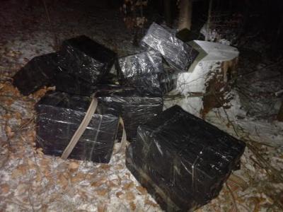 Біля кордону на Буковині знову знайшли пакунки з цигарками