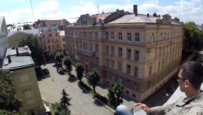 Старі дахи Чернівців - види справжньої Європи від відважного руфера (ВІДЕО)