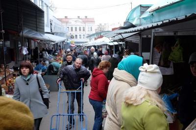 На ринку в центрі Чернівців буде підземний паркінг на 50 авто