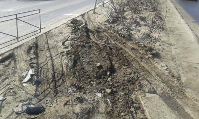У Чернівцях автомобіль зніс металеву огорожу, намагаючись уникнути ДТП (ФОТО)