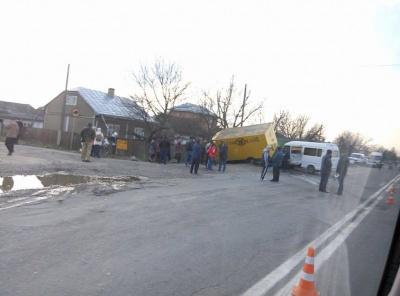 З'явилися фото з жахливої аварії в Мамаївцях