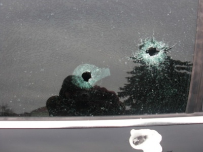 У центрі Коломиї розстріляли автомобіль чернівчанина (ФОТО)