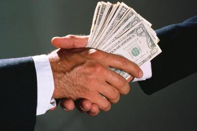 У Чернівцях держвиконавець попався на хабарі у 900 доларів