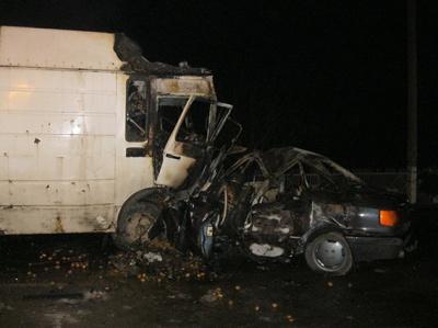 З'явилися фото аварії у якій загинули троє людей (ФОТО)