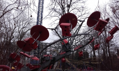У Чернівцях атракціони готові катати відвідувачів (ФОТО)