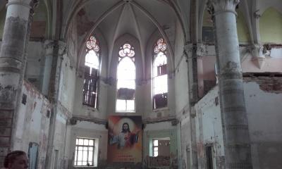 Волонтери відновлюють костел Пречистого Серця Ісуса у Чернівцях (ФОТО)