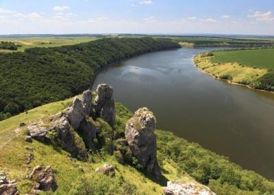 """У буковинському селі є скелі з """"людськими"""" назвами"""