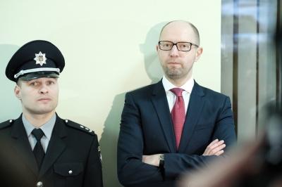 """""""Покажіть мені Тралку"""", - Яценюк оглянув call-центр поліції Чернівців (ВІДЕО)"""