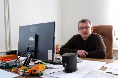 Керівник «Чернівціспецкомунтрансу» вважає, що його звільнення потрібне трьом депутатам міськради