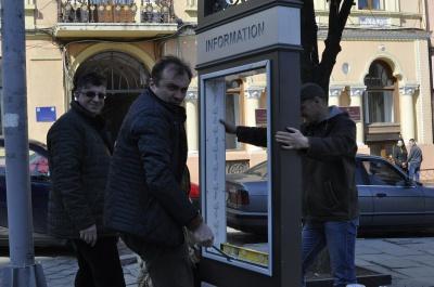 В Черновцах возле ратуши открыли туристическую стелу (ФОТО)