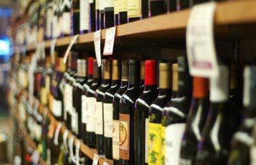 У Чернівцях ціни на алкоголь занижують, а на цигарки завищують