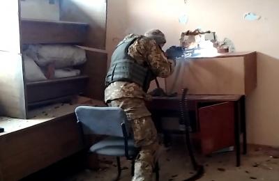 У мережі з'явилося відео боїв у промзоні Авдіївки