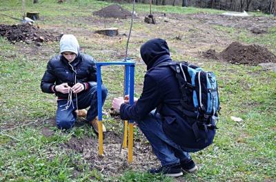 У Чернівцях висадили дубочки у пам'ять про загиблих героїв АТО (ФОТО)