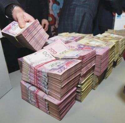 У Чернівцях люди отримують мільйонні зарплати
