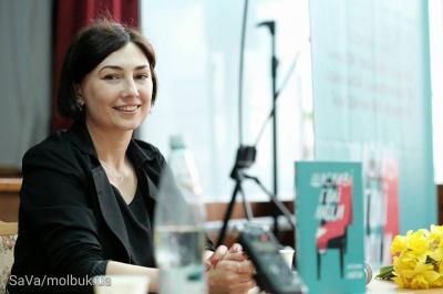 Катерина Бабкіна презентувала у Чернівцях книжку про щасливих голих людей (ФОТО)