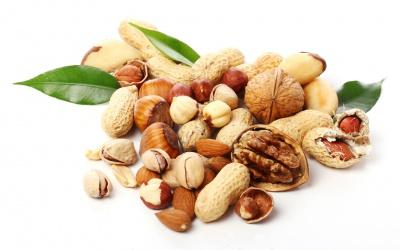 Вітаміни – у горіхах та шипшині
