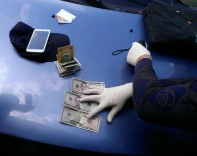 На Буковині СБУ затримала на хабарі у 600 доларів прикордонника (ФОТО)