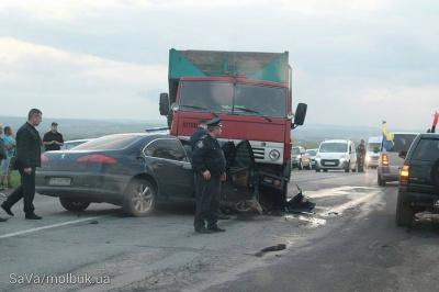 Жахлива ДТП неподалік Чернівців: зіткнулися три автомобілі, є загиблі (ФОТО)