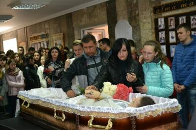 На Буковині попрощалися з відомим спортсменом, який загинув у ДТП