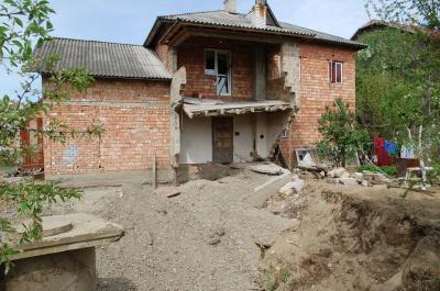 Водоканал відремонтував водогін у Чернівцях, який пошкодив будинок (ФОТО)