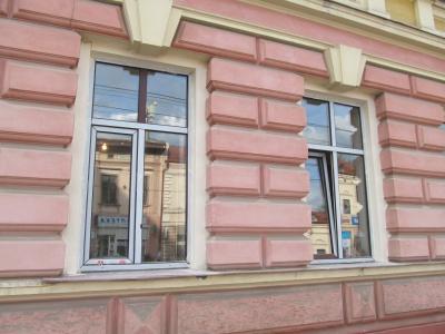 """Чернівецьку """"Батьківщину"""" оштрафують за самовільно встановлені вікна"""