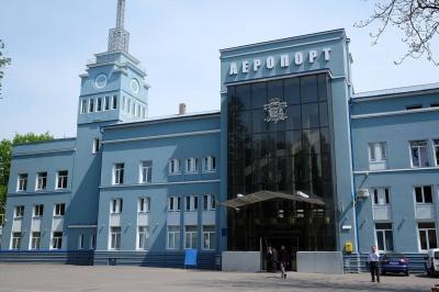 """""""Аеропорт у Чернівцях працює і приймає рейси"""" - директор аеропорту"""
