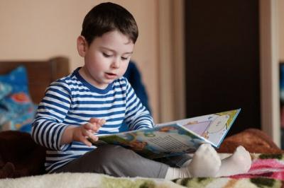 Трирічний хлопчик з Чернівців читає трьома мовами