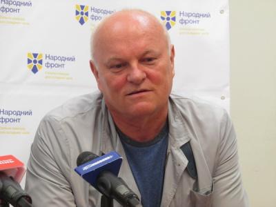 Нардеп із Чернівців на сесії до Києва бере їжу з дому