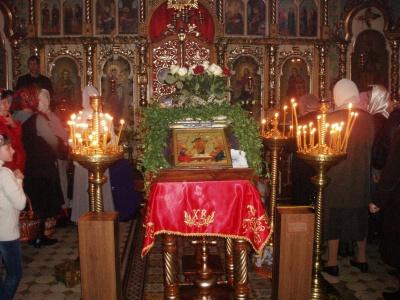 У Великодню ніч треба йти до церкви і всю ніч молитися
