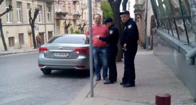 У Чернівцях поліція оштрафувала військового комісара за неправильне паркування авто (ФОТО)