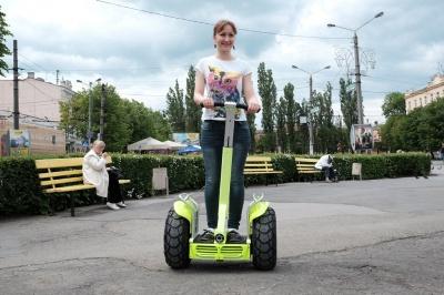 У центрі Чернівців за 60 гривень можна покататись на сігвеї (ФОТО)