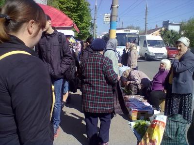 «Благодари, что не побили» - атмосфера на уличной торговли в Черновцах