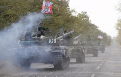 """Росія перекинула бойовикам танки та БТРи для проведення """"параду"""""""