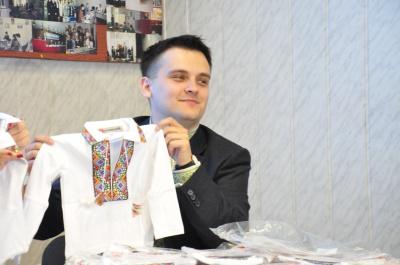 Детей, которые родятся 19 мая, будут одевать в вышиванки (ФОТО)