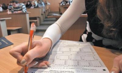 Десятьох випускників під час ЗНО на Буковині вигнали з аудиторій