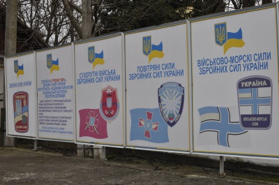 Трьох держслужбовців із Чернівців оштрафували за неявку до військкомату