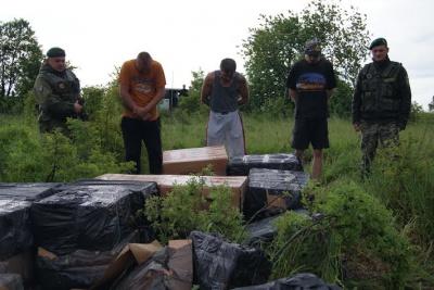 П'ятеро контрабандистів потрапили у засідку прикордонників і СБУ на Буковині (ФОТО)