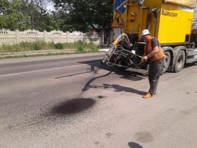 Дорогу до Чорториї ремонтують до 75-річчя Миколайчука (ФОТО)