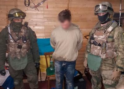 """Чернівецький """"наркобарон"""" зберігав удома арсенал ножів (ФОТО)"""