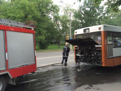 У Чернівцях на ходу загорілася маршрутка: водій висадив усіх пасажирів