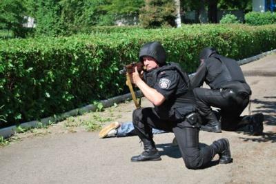 Поліція у Чернівцях рятувала інкасаторське авто від нападу (ФОТО)