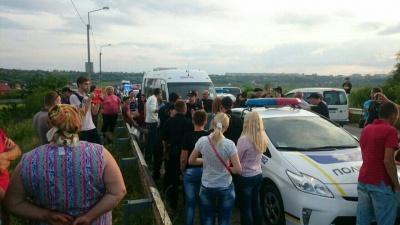 На Буковині пасажир маршрутки, водій якої втікав від поліції, запропонував поліцейським хабара (ФОТО)