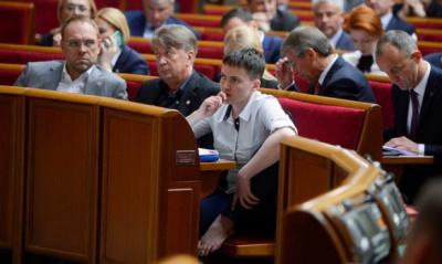 Савченко та Шухевич хочуть скасувати сьогоднішні зміни до Конституції